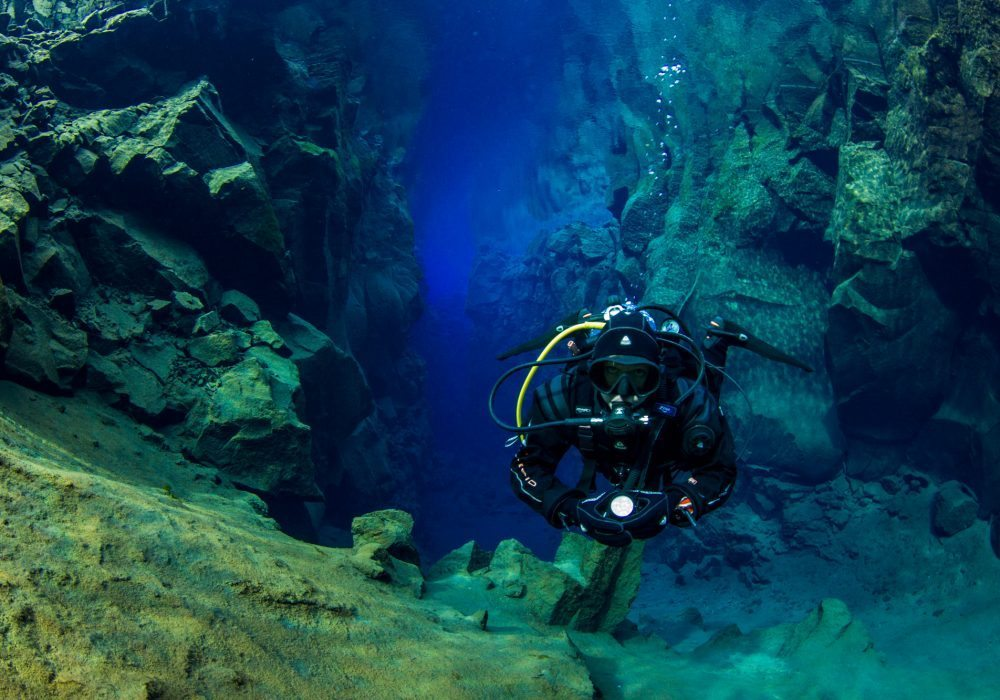 dive silfra lagoon, diving tour in silfra fissure, scuba diving tour in Iceland