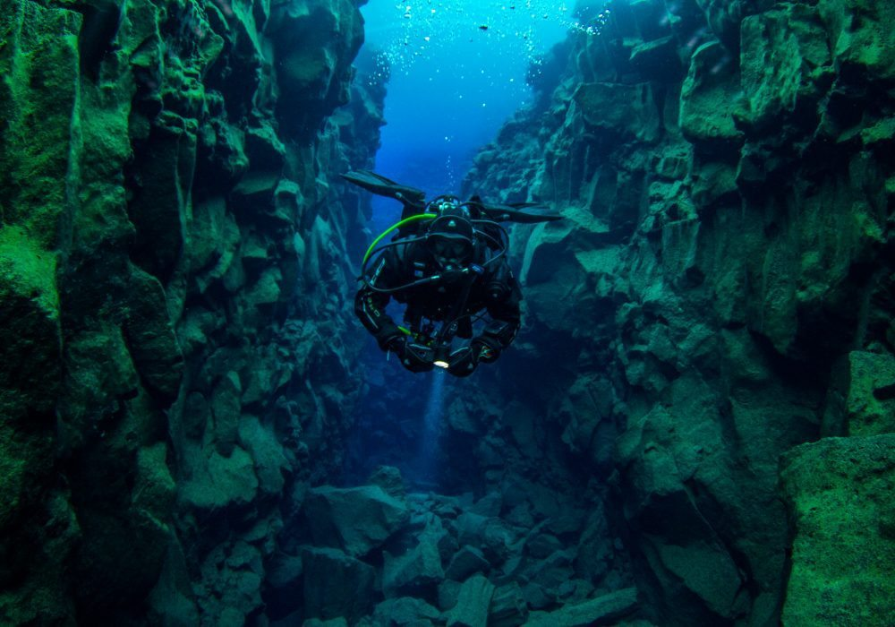 diving tour in Davidsgja, scuba diving in thingvellir, dive the tectonic plates in Iceland